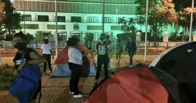 Policía desmonta acampada feminista antes del debate sobre aborto Y reacciones