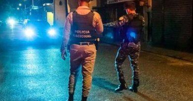 Médicos y personal de salud que han sido víctimas de abusos policiales y militares en toque de queda