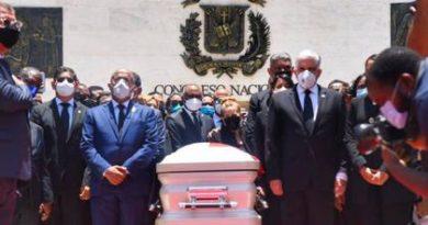 Congreso Nacional rinde honores a Johnny Ventura